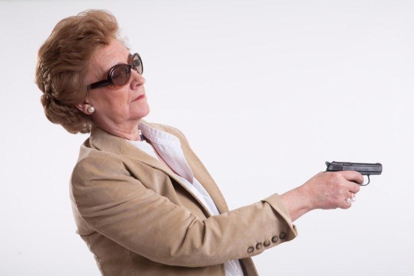 NAGU FILMIS: Vanaproua püüdis koos lapselapselapsega kelmi lõksu