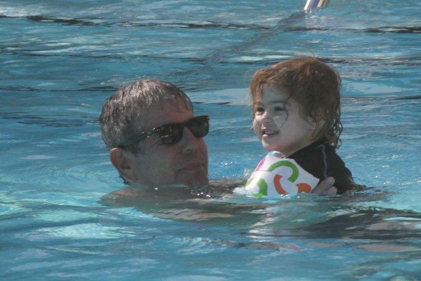 Anthony Bourdaini 11aastane tütar esines pärast isa surma vapralt kontserdil