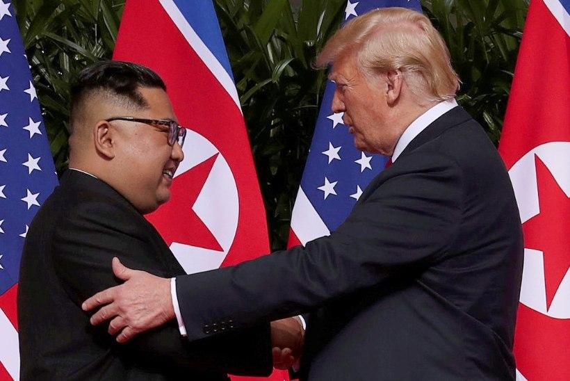 AJALOOLINE FOTO: Trump ja Kim surusid Singapuris kätt
