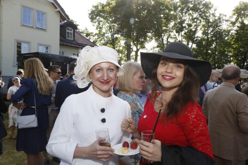 GALERII | Briti saatkond tähistas kuninganna sünnipäeva peene peo ja glamuurse seltskonnaga