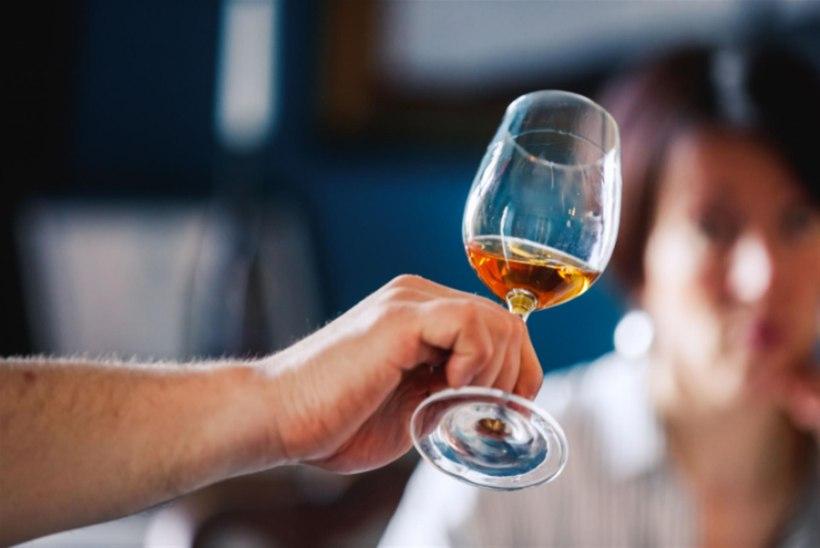 OOTAMATU FAKT: naised suudavad võrreldes meestega veini paremini hinnata