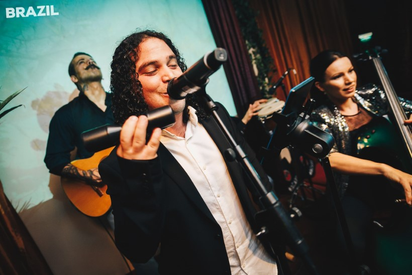 KUUM PEOGALERII | Särtsakas Silvia Ilves uues koosseisus brasiilia muusikutega!