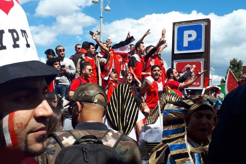 ÕL JEKATERINBURGIS   VIDEO ja FOTOD: Egiptuse fännid mängisid lennukis ja linnatänavatel Uruguai omad üle
