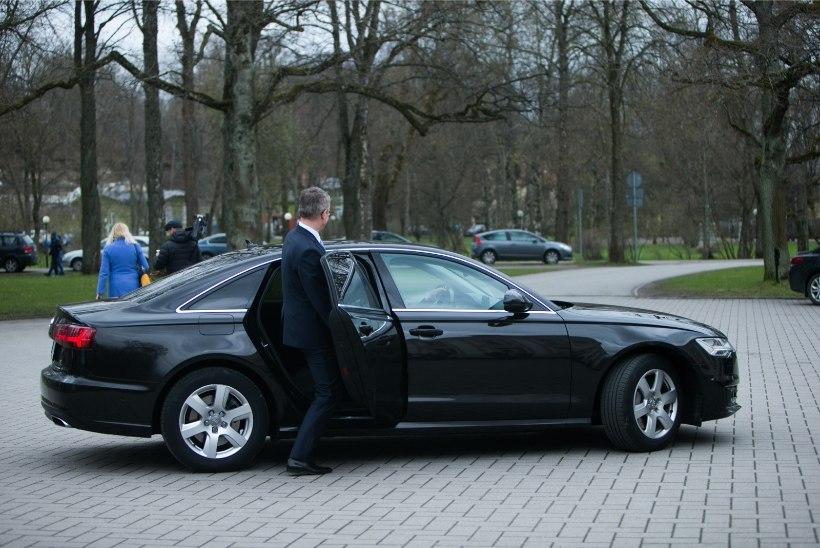 Janek Mäggi tuhises alarmsõidukiga Lõuna-Eestisse visiidile! Mäggi: see on iga ministri õigus alarmsõidukit kasutada
