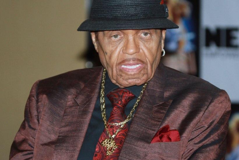 Michael Jacksoni isa Joe Jackson on suremas