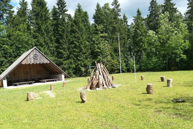 Kaitsevägi kinkis jaanideks sajale Eesti külale lõkkematerjali