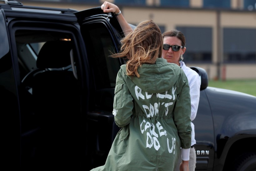 PILTUUDIS: Melania Trump kandis Texase visiidil küsitava sõnumiga jakki