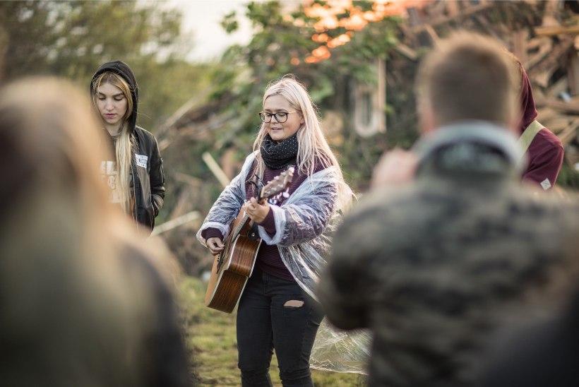 GALERII | Eesti esimene veganijaanipidu kulmineerus võimsa jaanilõkkega