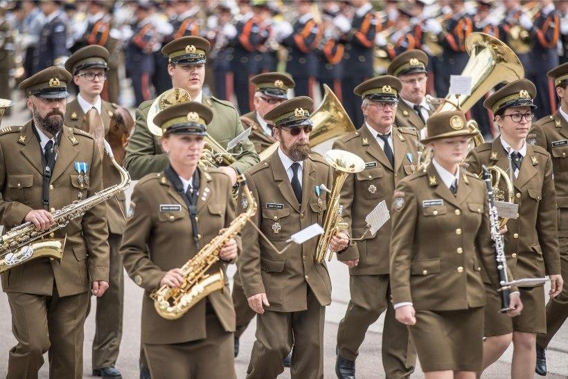 GALERII | Võidupüha paraad toimus esimest korda Tallinna lauluväljakul