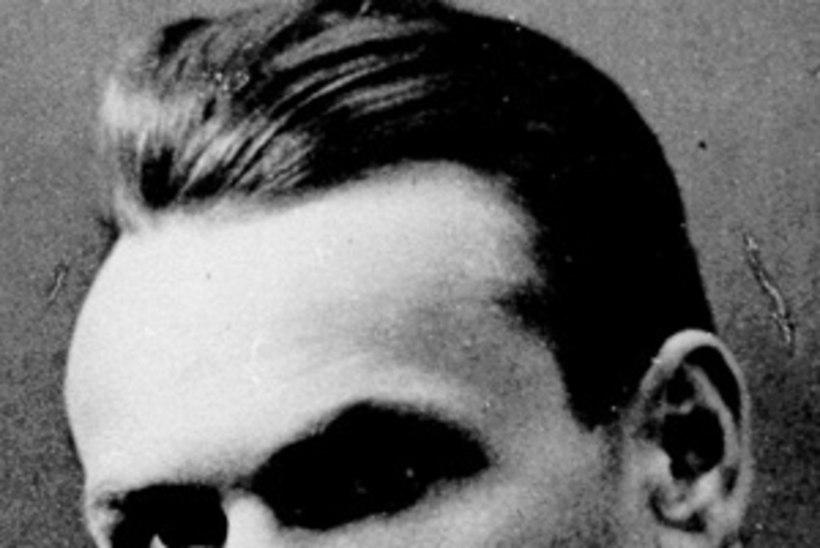 PAGULUSEST KOJU: luuletaja Henrik Visnapuu jõuab sünnimaa mulda