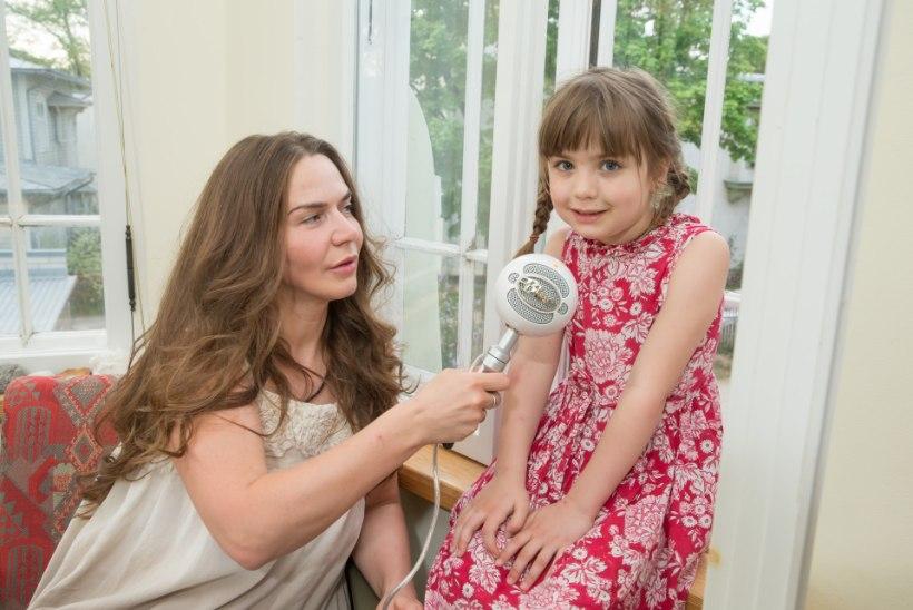 NETIRAADIO KOOS TÜTREGA: Epp Petrone julgustab vanemaid lastele rohkem jutte vestma