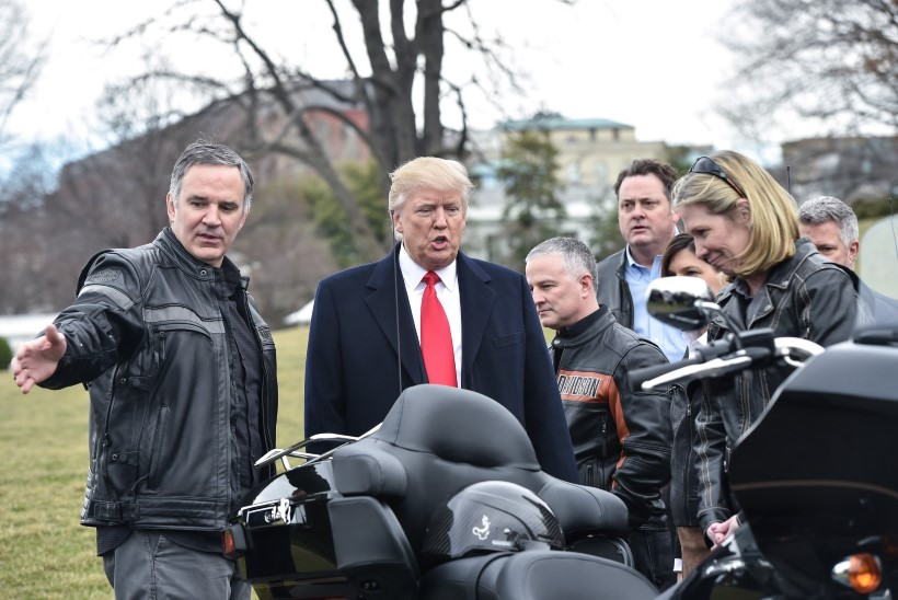 """""""NENDE AURA KAOB!"""" Trump ähvardab Harley-Davidsoni"""