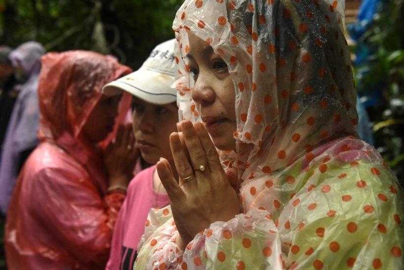Vihmahood takistavad Taimaal koopasse lõksu jäänud laste leidmist