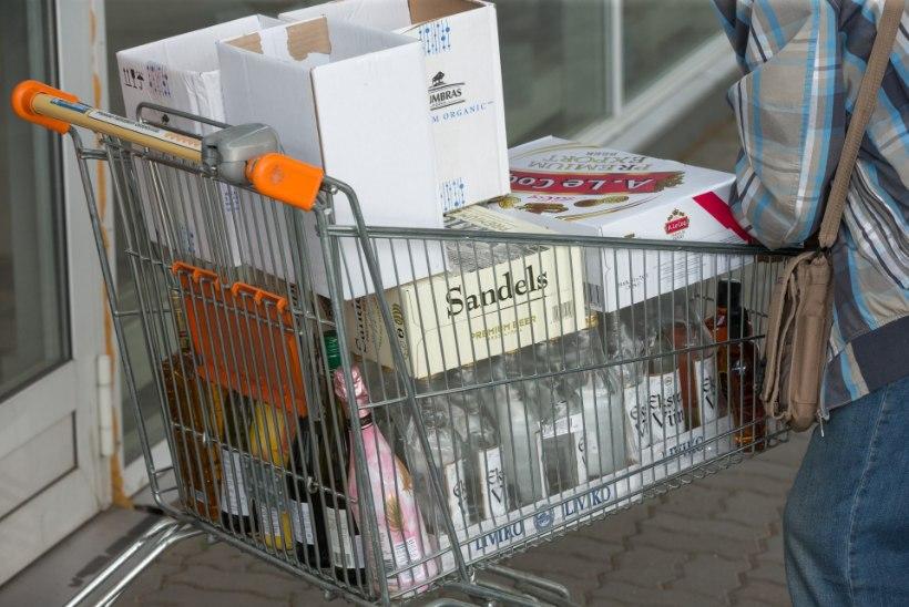 Lastevanemate liidu juht perekülastustes Läti alkoholikauplustesse: pilt viinavankrit lükkavatest lastest ajab nutma