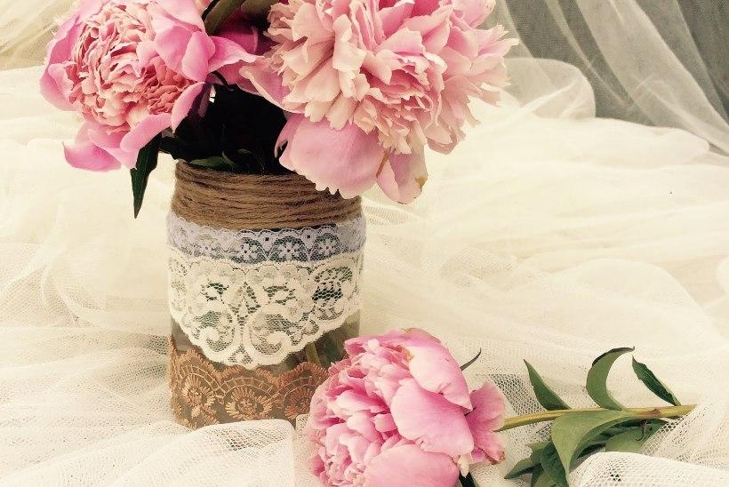 15 minuti meisterdus: pitsiline lillevaas kaunistab igat kodu
