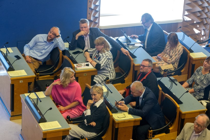 Omal soovil ametist lahkuvale riigikogu liikmele on ette nähtud kopsakas hüvitis