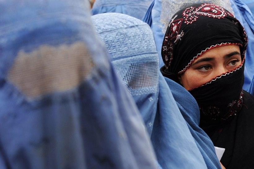Holland keelab nägu katvad rõivad mitmetes asutustes