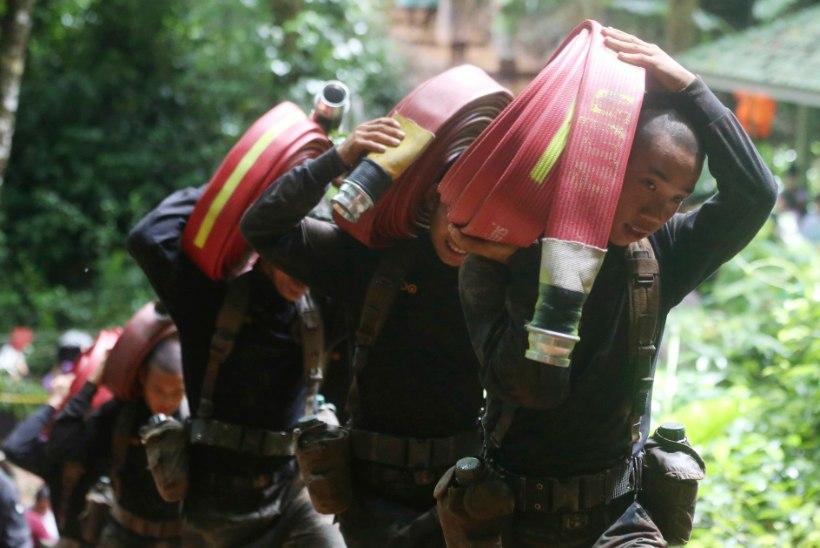 Tõusev vesi takistab Tai koopas lõksu jäänud poiste otsinguid