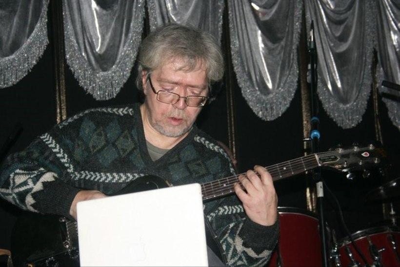 Lennukist haisu tõttu eemaldatud vene muusik suri kuu hiljem nekroosi