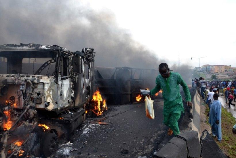 FOTOD | Nigeerias plahvatas tipptunnil kütuseveok, on hukkunuid