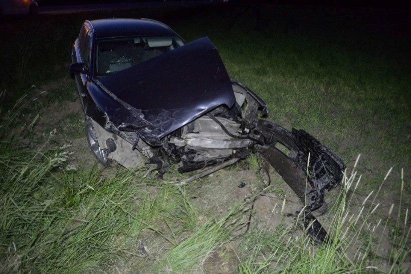 FOTOD   Viljandimaal sai kahe auto kokkupõrkes viga kolm inimest