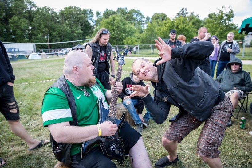 ÕL VIDEO   Hard Rock Laagri telklas loeti kiirnuudlikeetmise õpetust ja lauldi nelja salmiga Eesti hümni