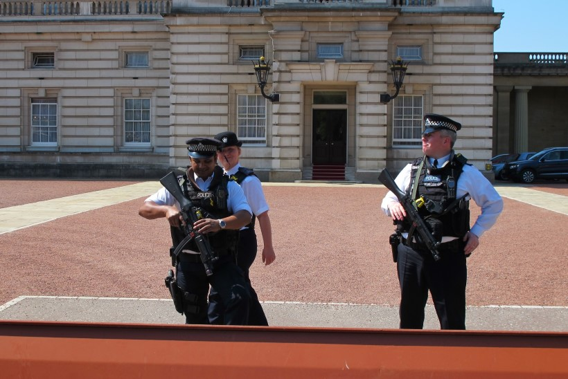 BRITI SISEMINISTEERIUM HOIATAB: riigis kasvab terrorioht