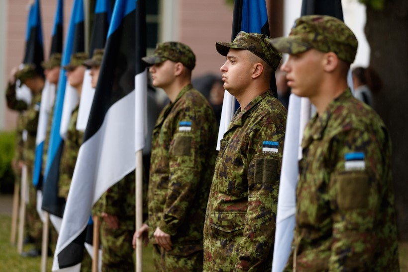 GALERII | Riigikogu tähistas Eesti lipu päeva piduliku lipuheiskamisega