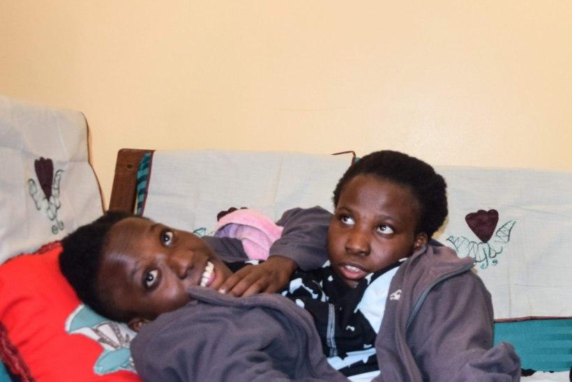 Tansaania leinab 21 aastaselt surnud Siiami kaksikuid