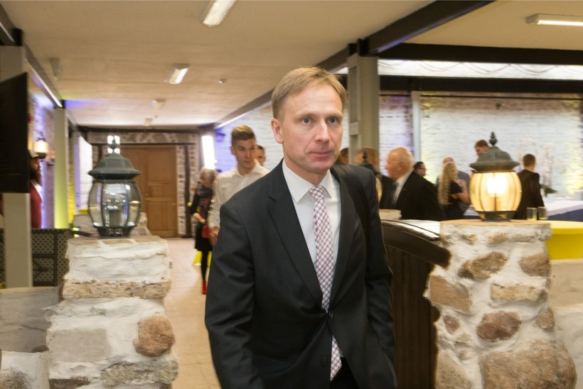 Eerik-Niiles Kross lahkub riigikogust, tema asemele tuleb Vilja Toomast