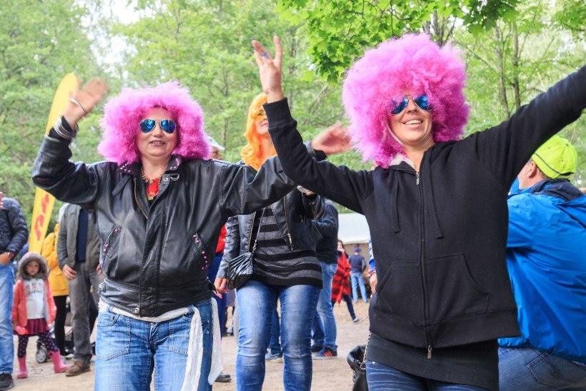 GALERII   Värvilised parukad ja kiledressid - Retrobesti külastajate ägedaimaid kostüümid