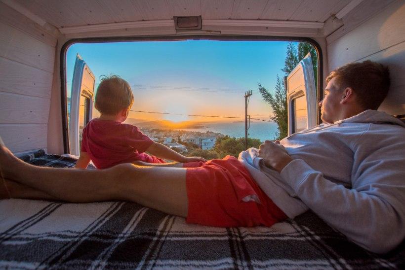 JÄRGMINE PEATUS | Minimalistlik elustiil: eestlastest perekond elab bussis ja seda veel vabatahtlikult!