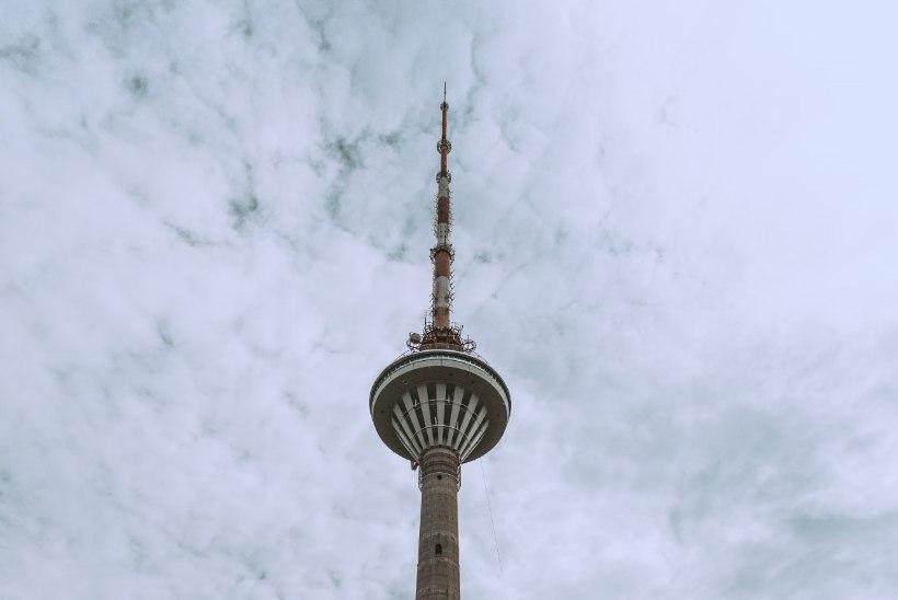 ÕL VIDEO JA FOTOD   Teletorni sünnipäeva tähistati ekstreemselt ohtlike langevarjuhüpetega