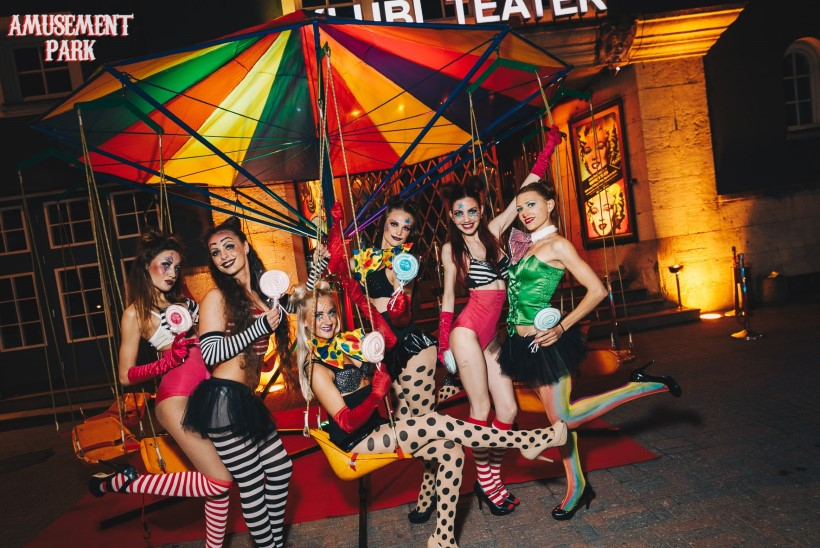 PILDID | Klubi Teater lõbustuspargis, pidu pandi karussellil