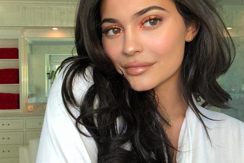 Kylie Jenner pääses noorima miljardärina ajakirja Forbes esikaanele