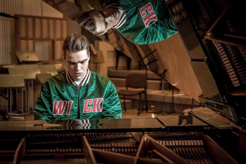 ÕL INTERVJUU | Tšehhi eurolaulja Mikolas Josef: kord tänavamuusikuna esinedes visati mu kitarrikohvrisse kotitäis väljaheiteid