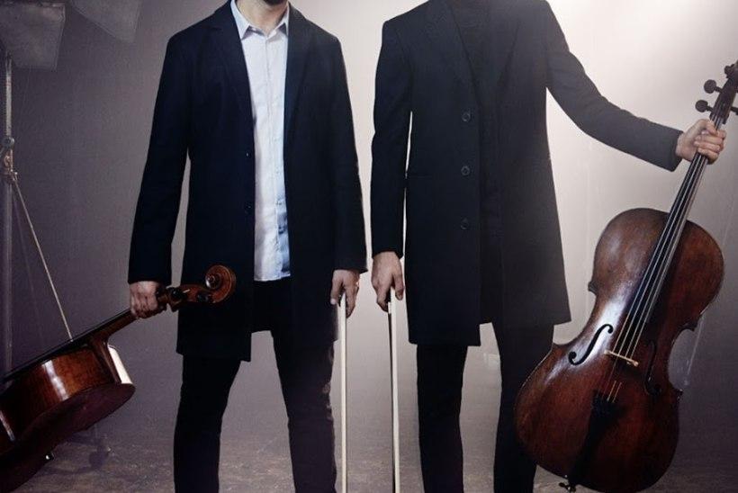 Seksikas tšelloduo 2Cellos toob Haapsalu rokipeol lavale oma suurimad hitid