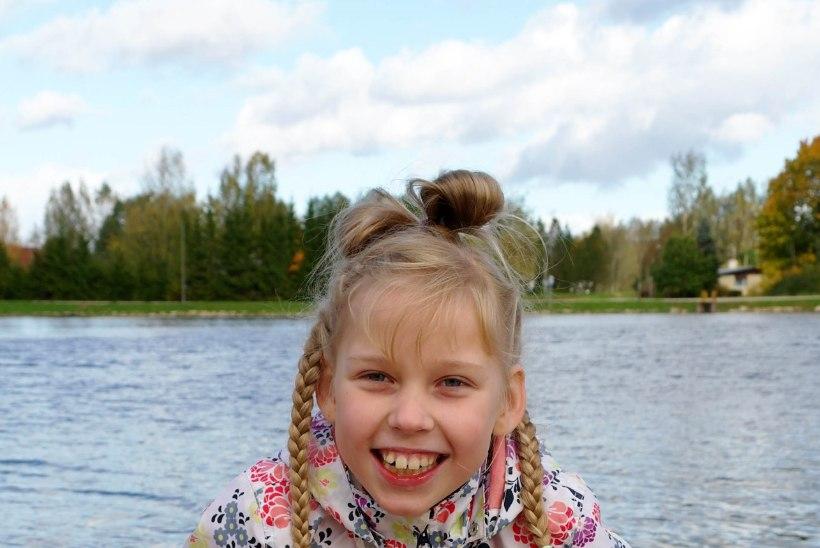 11-aastane tüdruk saab nüüd iseseisvalt liikuda: lastefond toetas käimisraami ostu