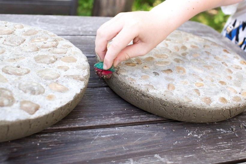 Tee ise kivimosaiigist kõnniteeplaadid