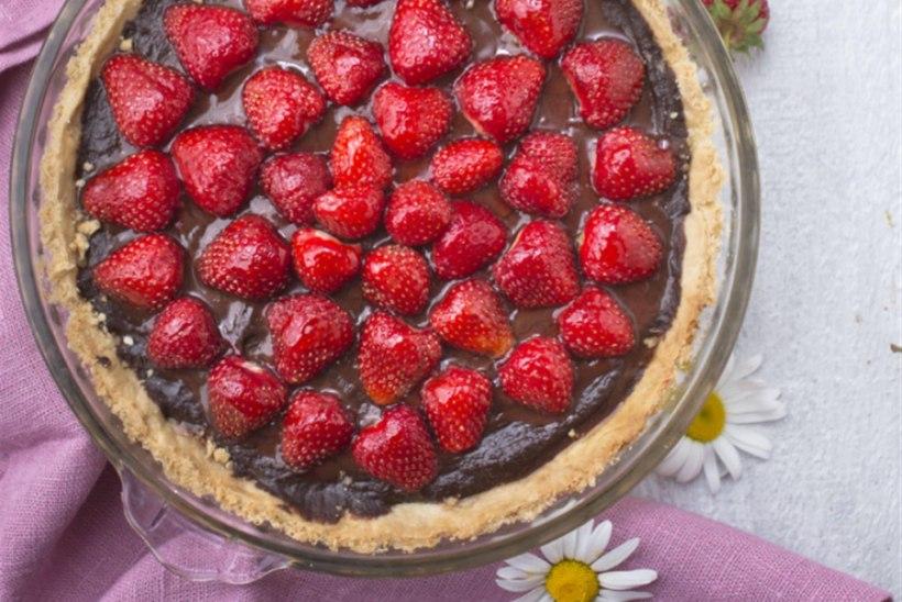 Maasika- šokolaadi- ja toorjuustupirukas