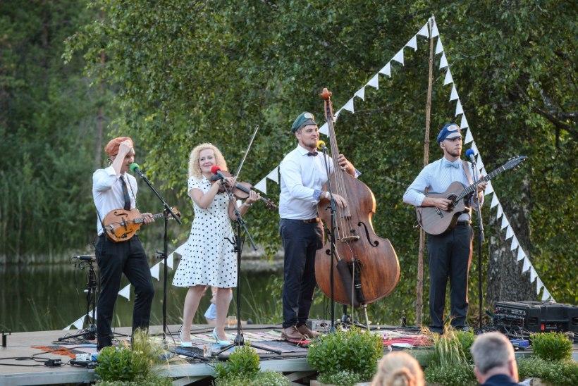 GALERII | Curly Strings tuuritab bändiliikmete 30. sünnipäevade puhul mööda Eestit