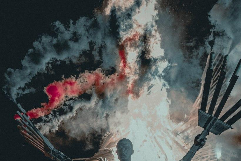 GALERII | PIDU NAGU VÄLISMAAL! Non Grata põletas Saaremaa muusikafestivalil hiigelfööniksi
