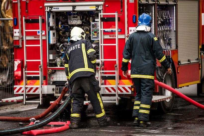 Tulekahju kaubanduskeskuses: Lasnamäe Centrumis süttis elektrikilp