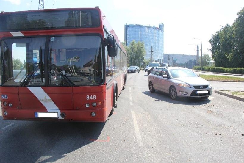 Politsei otsib Tartus juhtunud avariide tunnistajaid