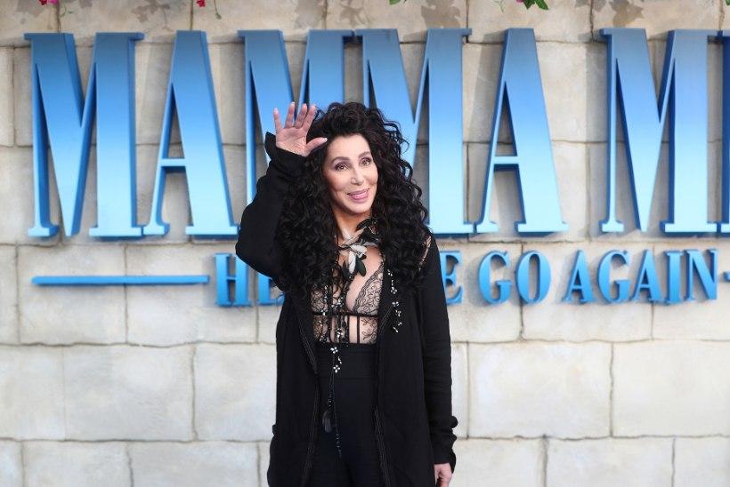 """Kassatüki """"Mamma Mia! Siit me tuleme taas"""" tõmbenumber on 72aastane popikoon Cher"""