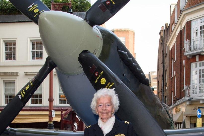 101 aasta vanuselt suri Teises maailmasõjas osalenud legendaarne naispiloot Mary Ellis