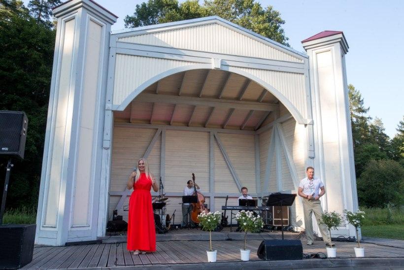 GALERII | Kuramaaž lavalaudadel: Annely Peebo ja Mart Sander andsid Vihula mõisapargis lummava kontserdi