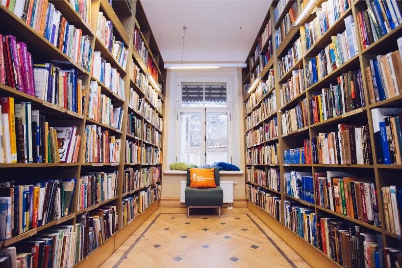 Suvised laenutrendid raamatukogudes: nõutakse nii raamatuid, lauamänge kui tõukerattaid
