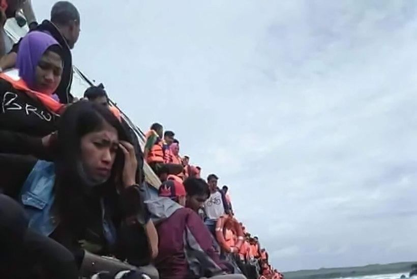 FOTOD JA VIDEO | Indoneesias uppus alus, mille pardal oli 139 inimest, hukkus vähemalt 12 inimest