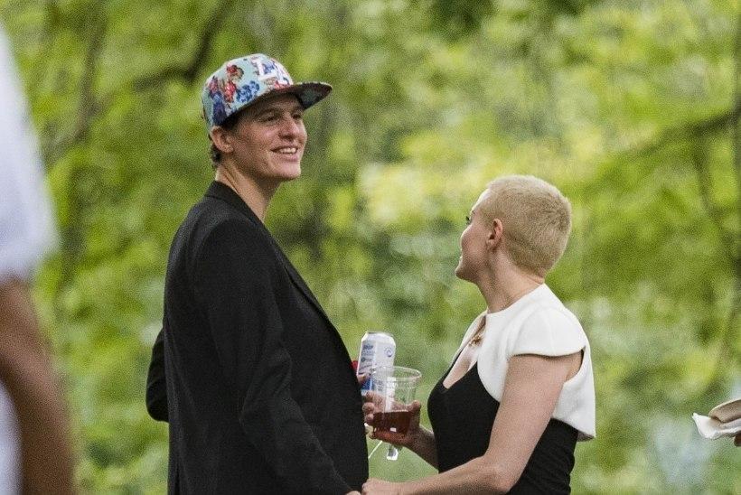Rose McGowani uus kallim pole ei mees ega naine